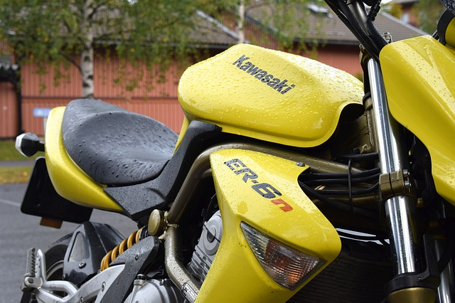moto jaune